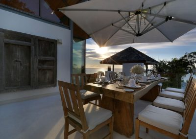 2.Outdoor Dining
